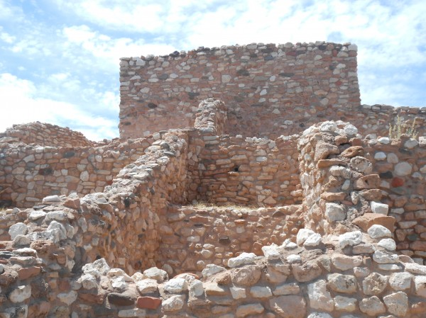 A pueblo of many stories and rooms